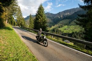 Can Motorcycles Split Lanes in AZ?